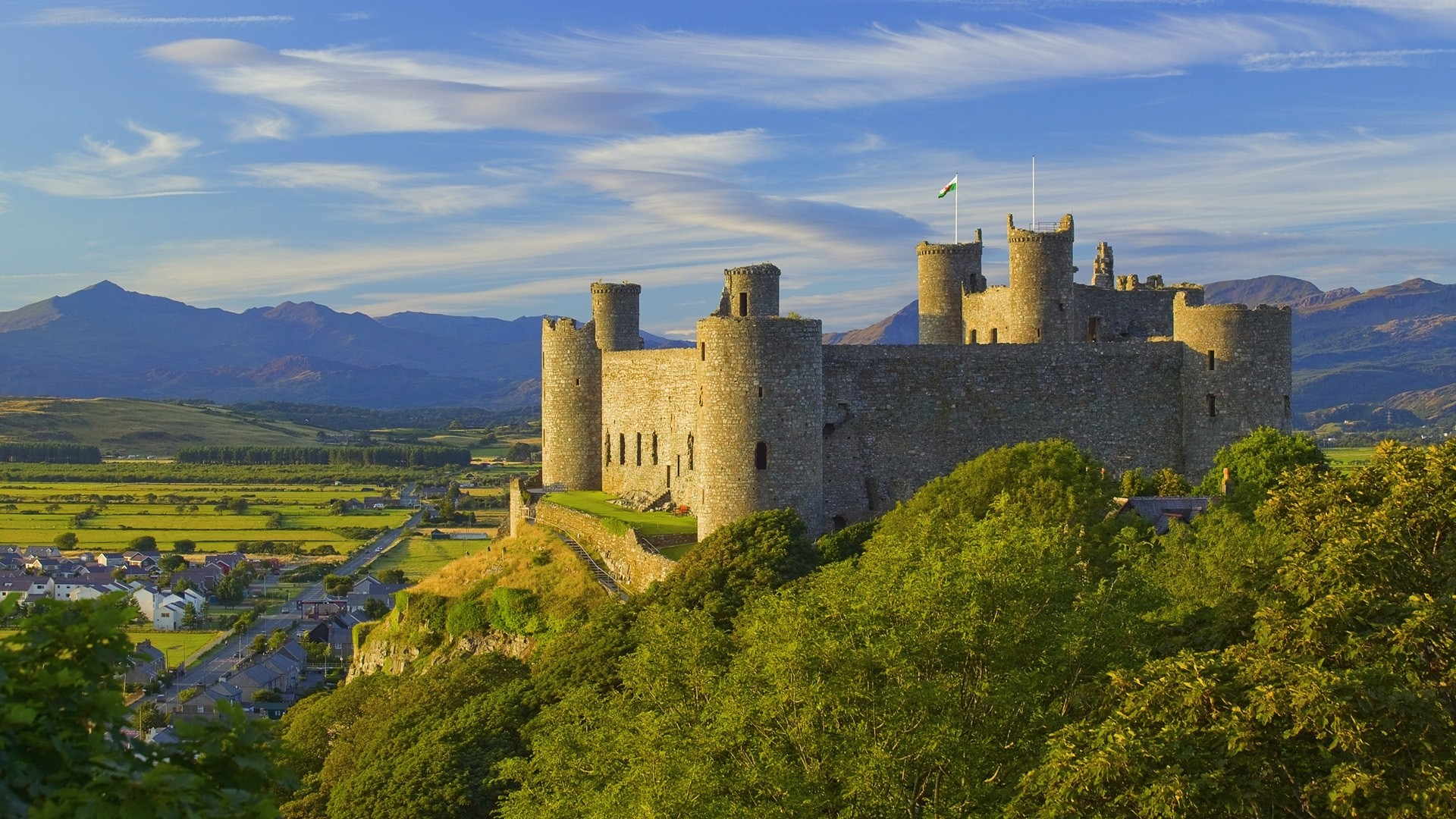 beautiful-ancient-castle-on-a-hill-305189