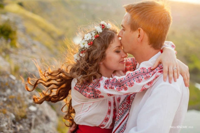 romanian-men-women-wedding-romanians-national-costumes-traditions-eastern-european-people