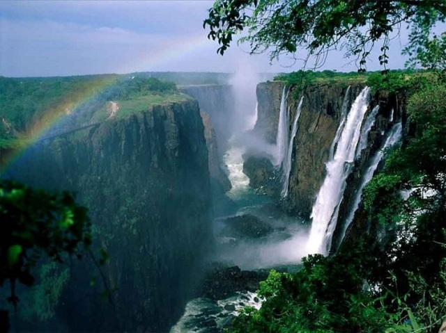 spectacular-waterfalls-victoria-rainbow