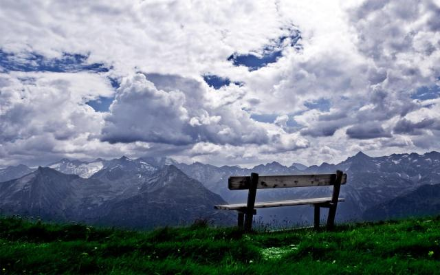 great-mountains-cloud-and-bench-wallpaper,1440x900,61918